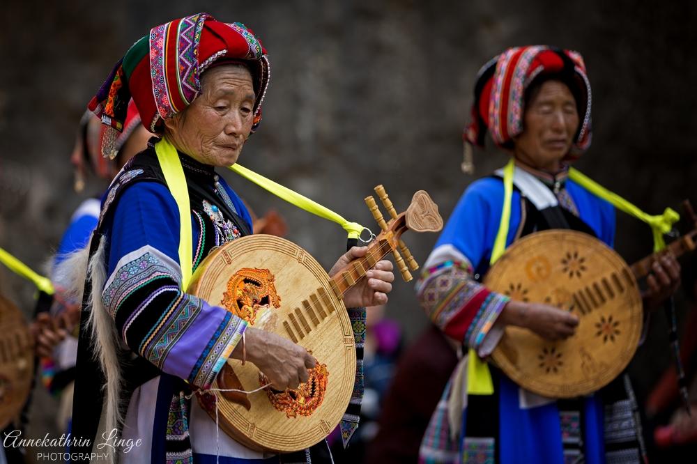 Frauen der Yi-Minderheit im Steinwald von Shilin