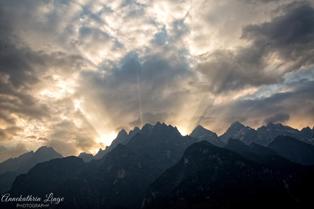 Sonnenaufgang in der Tigersprungschlucht / Yunnan (China)